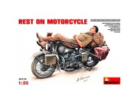 Figura y  Moto Rest on Motorcycle 1/35