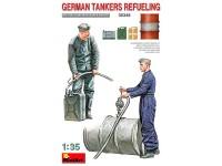 MiniArt Figuras German Tankers Refueling 1/35